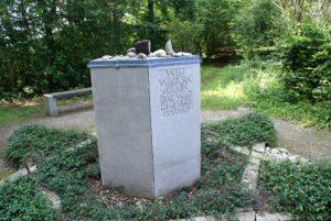Gedenkstein KZ-Außenlager VIII
