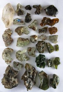 Bei den Ausgrabungsarbeiten im KZ Gablingen wurden auch sehr viele Glasscherben gefunden