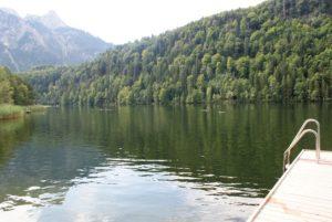 Urlaubsziel Bayern: schöner Badesee in Schwangau