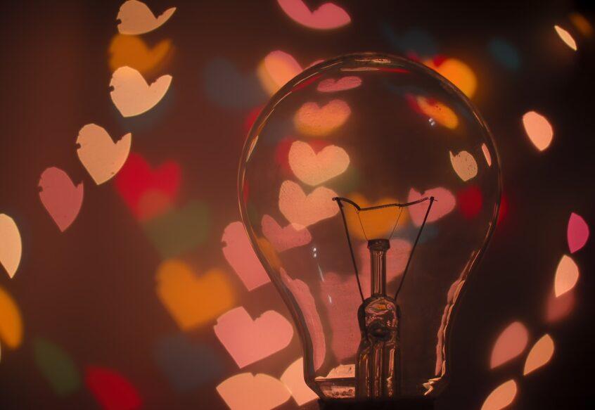 Glühbirne mit Herzchen