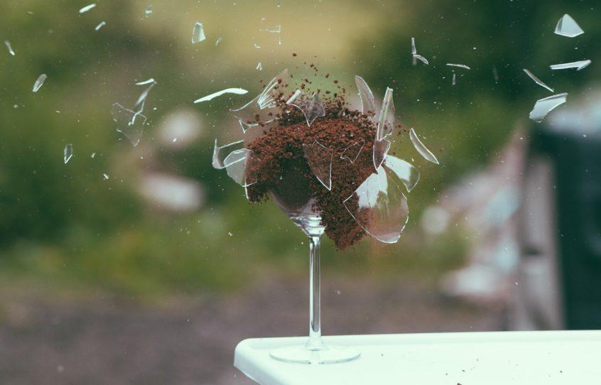 Glas, das explodiert