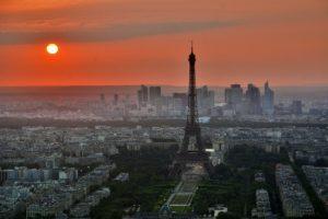 Eiffelturm mit Sonnenuntergang