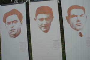 Tafeln mit den Namen von 3 erschossenen Kommunisten