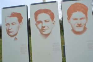 Tafeln an Erinnerungsort Steinbruch der Erschossenen in Châteaubriant