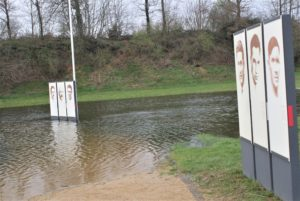 Teil des Gedenkorts in Châteaubriant mit 6 Infotafeln zu ermordeten Widerstandskämpfern