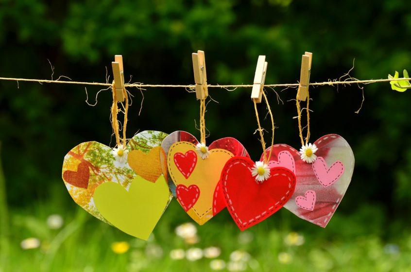 Herzen an einer Leine